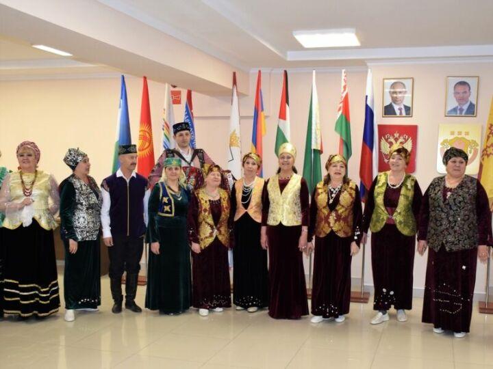 В Доме Дружбы народов Чувашии на празднике Навруз выступил ансамбль татарской песни «Ялкын»