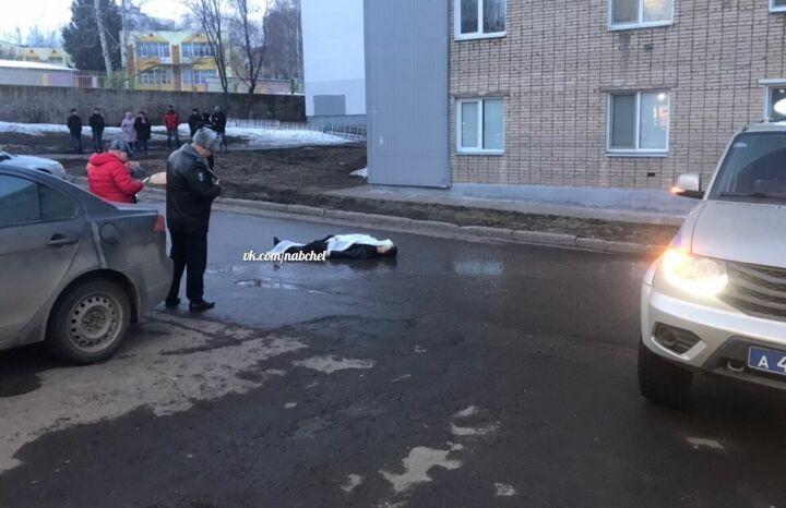 Полиция Набережных Челнов разыскивает неизвестного, зарезавшего мужчину возле магазина