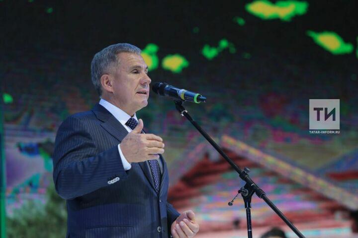 Рустам Минниханов поздравил татарстанцев с Международным днем театра