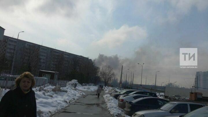 На видео сняли серьезный пожар в казанской многоэтажке