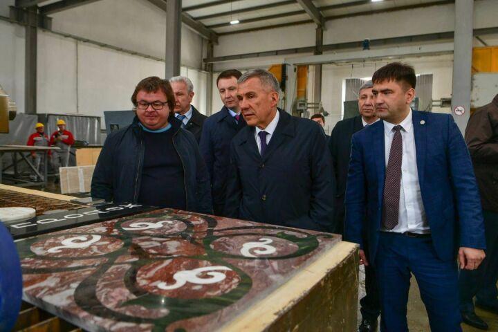 Минниханов осмотрел в Кукморе новую камнеобрабатывающую фабрику