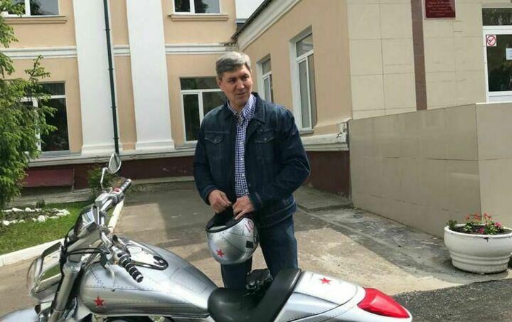 Роман Шайхутдинов приехал на счетный участок в Казани на мотобайке