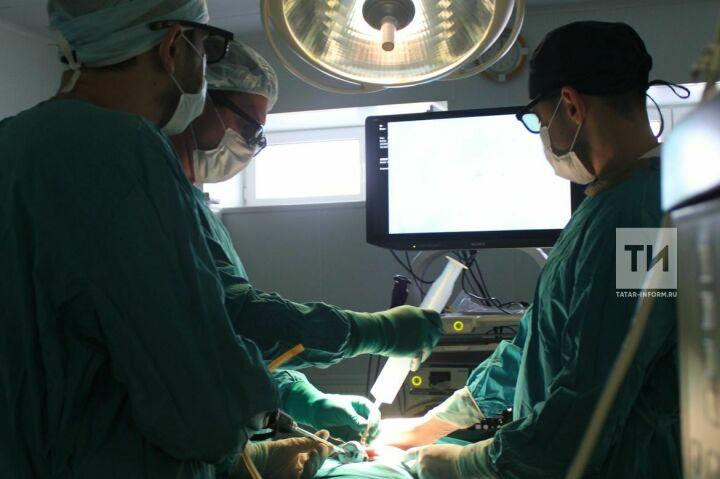 Малыша, родившегося с внутренними органами наружу, прооперировали в ДРКБ