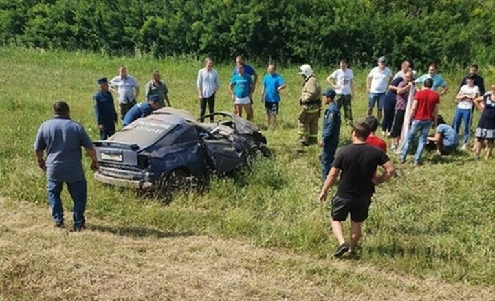 В Лаишевском районе РТ в вылетевшей с дороги машине погибли женщина и пятимесячный малыш