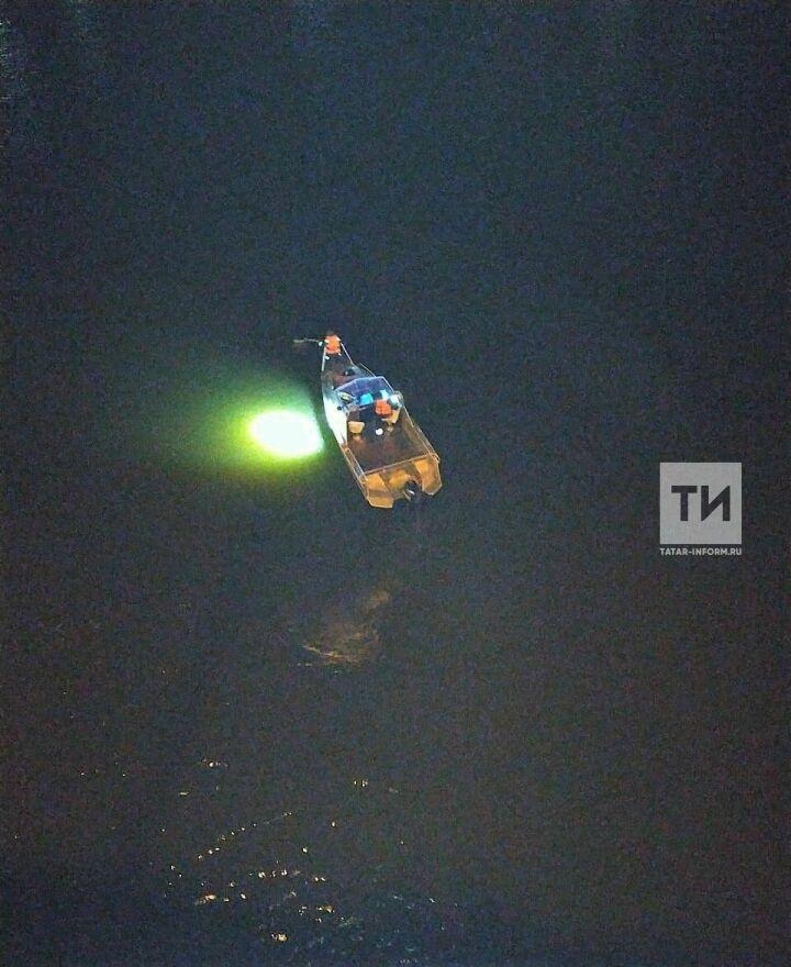 В Набережных Челнах спасатели достали из Мелекески женщину, упавшую в реку с моста