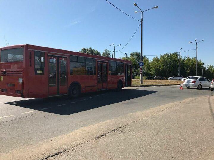 В Казани пьяный водитель легковушки протаранил автобус