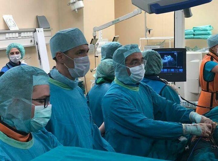Врачи Набережных Челнов заменили пенсионеру сердечный клапан без разрезов через бедренную артерию