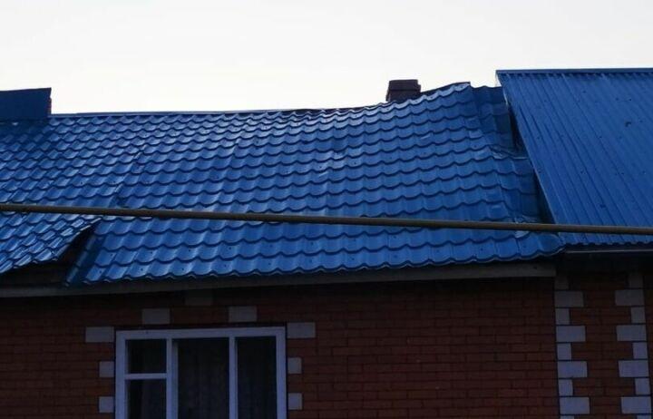 В Татарстане сильным порывом ветра снесло крыши с трех домов и двух сараев