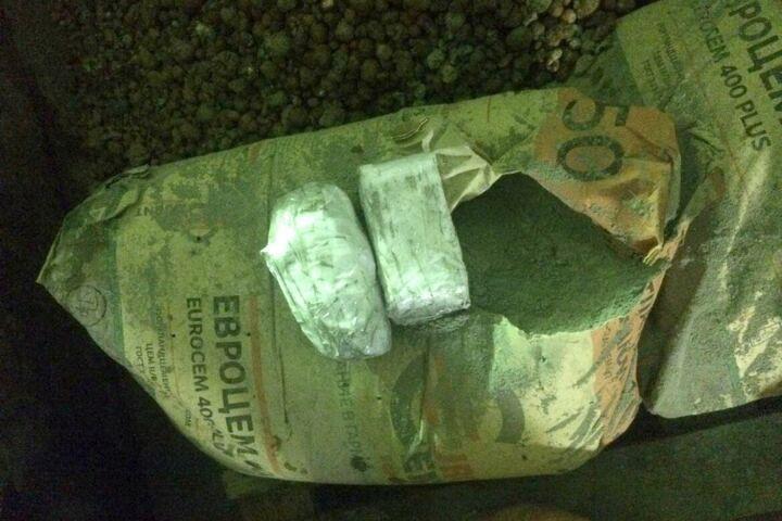 Сотрудники казанской ИК обнаружили в кузове «КАМАЗа» спрятанные в мешках с цементом мобильники