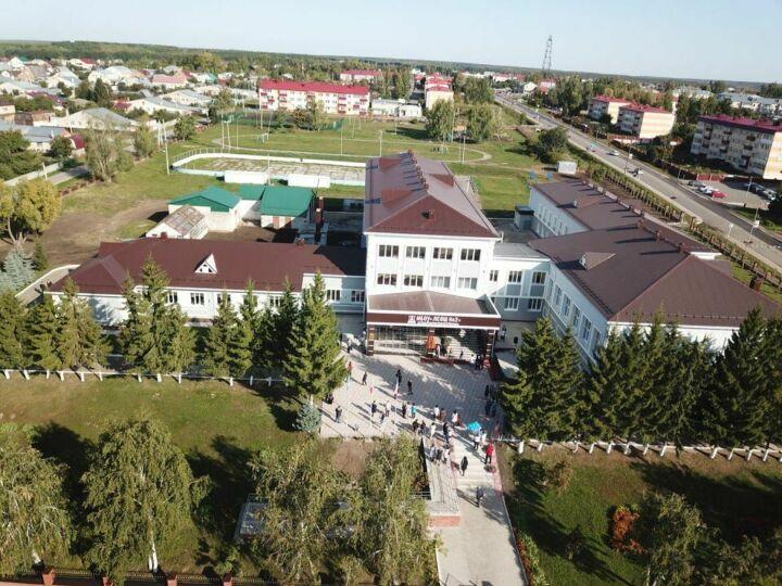 В Лаишеве после капремонта открылась школа имени Героя Советского Союза Бориса Кузнецова