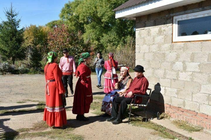 Телеведущие канала «Мир» побывали на свадьбе в селе Кряш-Серда Пестречинского района