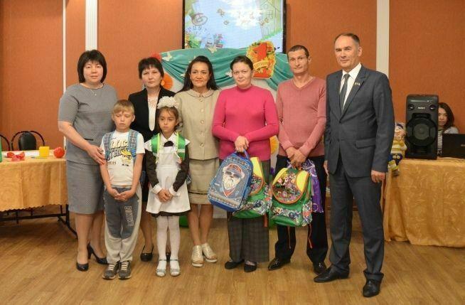 В Заинске в рамках акции «Помоги собраться в школу» помощь оказали 150 первоклассникам