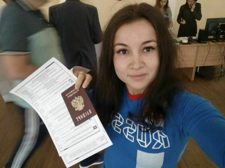 Чемпионка мира по пауэрлифтингу Айгуль Ситдикова проголосовала на выборах в Зеленодольске