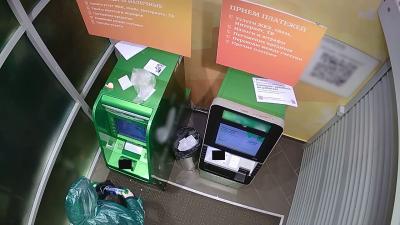 В Казани задержан мужчина, который пытался вскрыть банкомат при помощи горючей жидкости