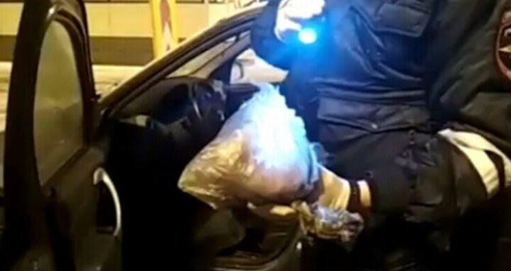 Под Челнами полицейские остановили иномарку с почти килограммом «синтетики» в салоне
