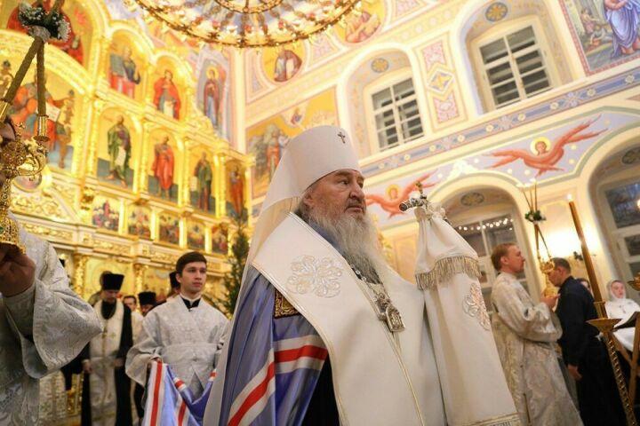 «Други мои, живите в мире»: митрополит Феофан возглавил службу в канун Рождества