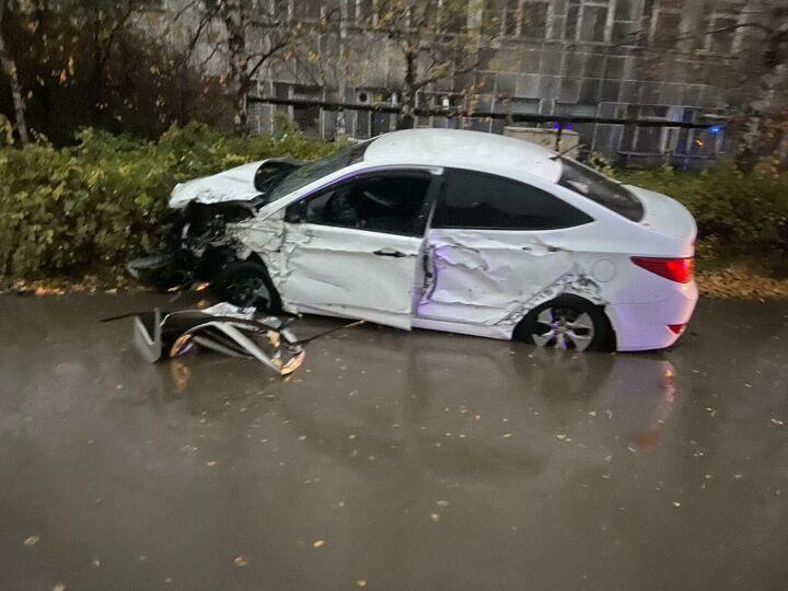 Один человек погиб в лобовом ДТП с двумя иномарками в Казани