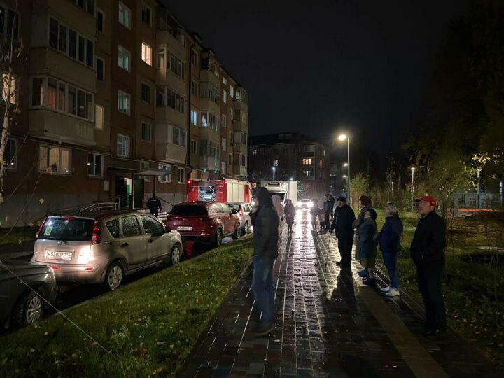 Казанец в гневе выгнал из дома мать и пустил в квартире газ