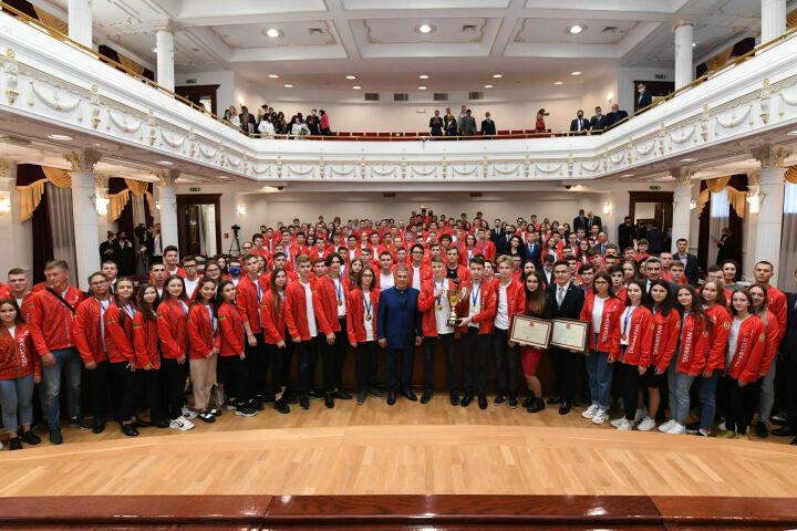 «Мы верили в успех каждого»: Минниханов наградил финалистов WorldSkills Russia