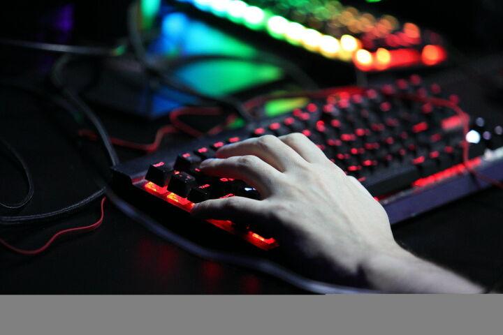 Доля интернет-продаж в России выросла в полтора раза — до 3 трлн рублей
