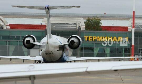 В аэропорту Бегишево учебный самолет из Санкт-Петербурга повредил шасси