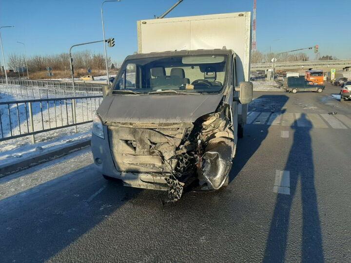В Челнах после столкновения иномарки и «ГАЗели» оба водителя оказались в больнице