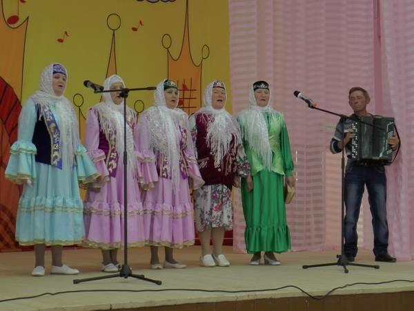 Певцов тетюшского ансамбля «Залида» объединили традиции родного края