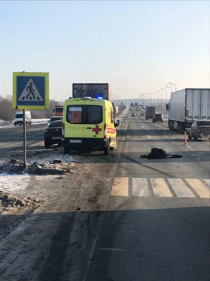 Грузовик насмерть сбил мужчину на трассе М7 в Татарстане