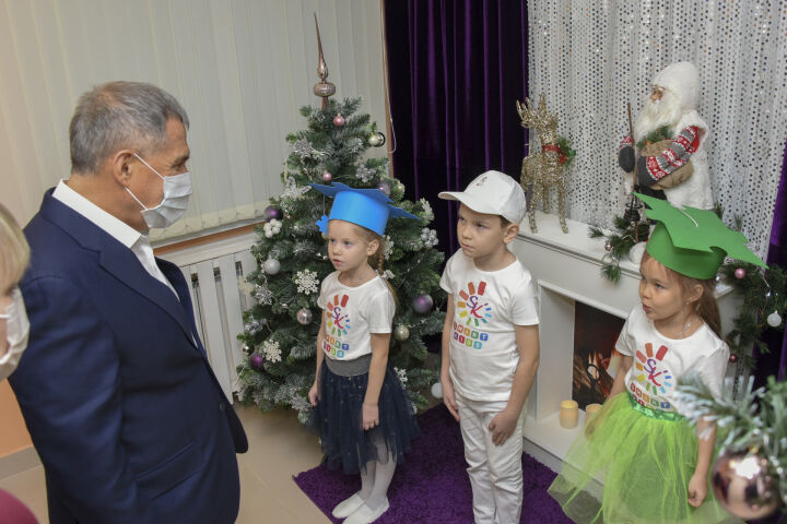 Рустам Минниханов осмотрел новый детсад в селе Усады
