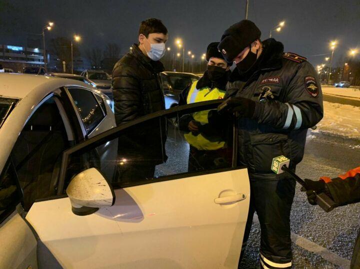 Во время облавы в Казани сотрудникам ГИБДД попались три тонированных авто