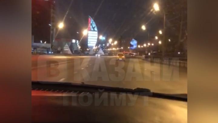 В Казани оштрафуют лихача на «Кадиллаке», устроившего гонки в центре города