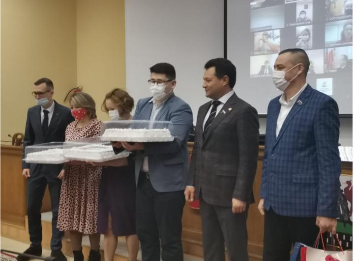 В Елабуге на общегородской планерке наградили медиков, волонтеров и спортсменов