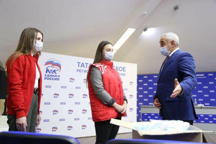 Татарстанская «Единая Россия» передала волонтерам тысячу защитных масок