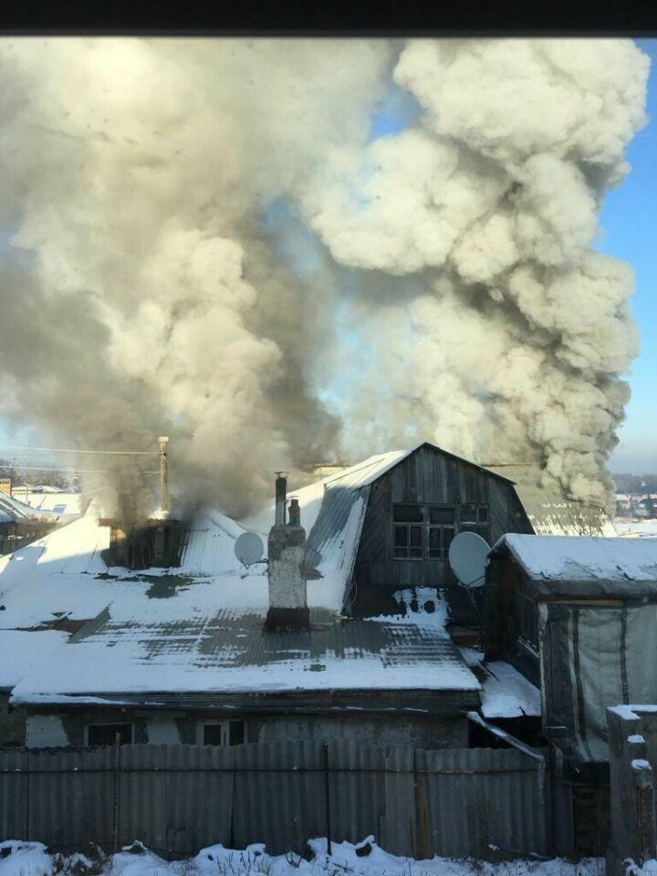 В Дербышках загорелся частный дом, хозяева успели выбраться на улицу