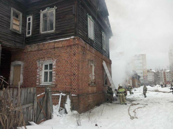 В Зеленодольске в Полукамушках снова загорелся дом, сторож видел убегающего мужчину