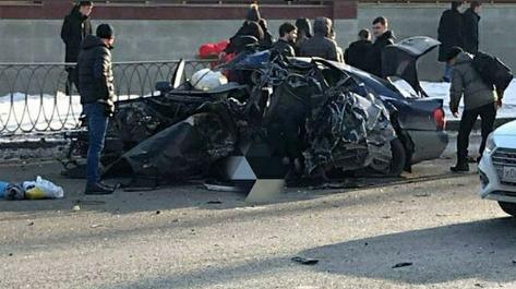 Два человека погибли в «Ауди», разбившейся о бетонное ограждение метро в Казани