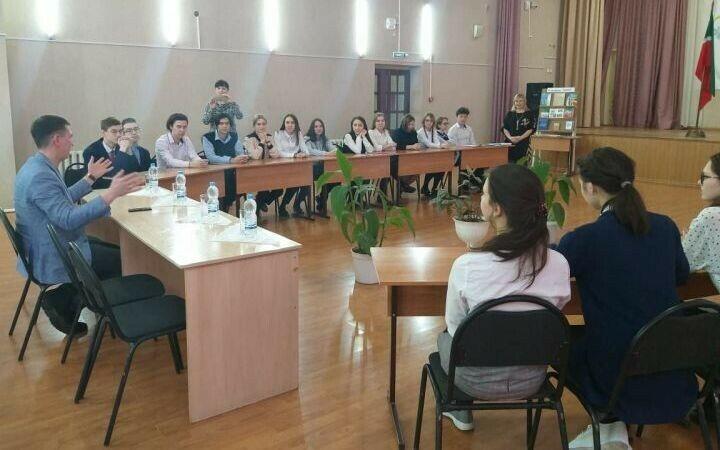На парламентском уроке в Агрызе подняли вопрос о вкладе молодежи в развитие города