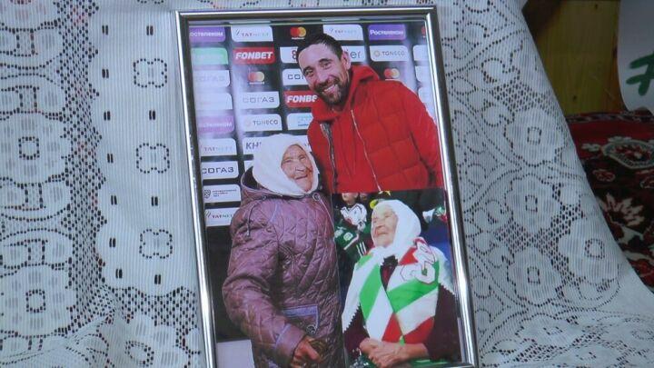 Высокогорская сельчанка в 95 лет не пропускает ни одного матча «Ак Барса»