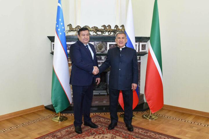 Минниханов предложил связать Казань и Бухару прямым авиарейсом