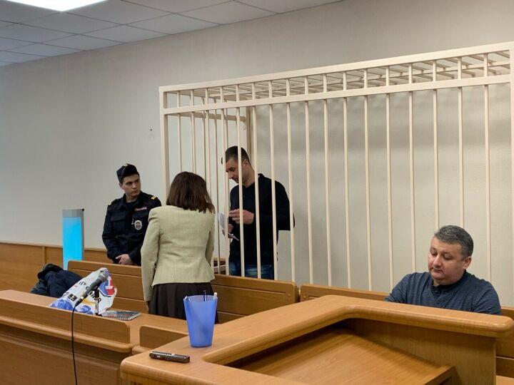 Обещавших за 7 млн «решить вопрос» экс-полицейских суд в Казани отправил за решетку