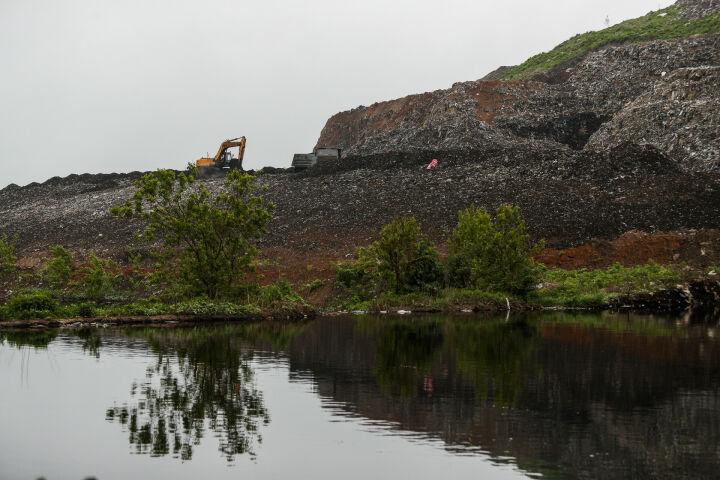 Лавки из мусора и озеленение свалки в Самосырово: мэр назвал главные экоцели Казани
