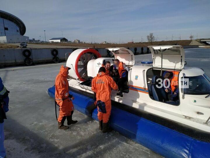 Со льда Казанки сняли 2 мужчин: один из них спас второго — едва не утонувшего рыбака