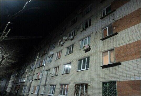 Четыре человека спасли из пожара, вспыхнувшего на верхнем этаже пятиэтажки в Казани