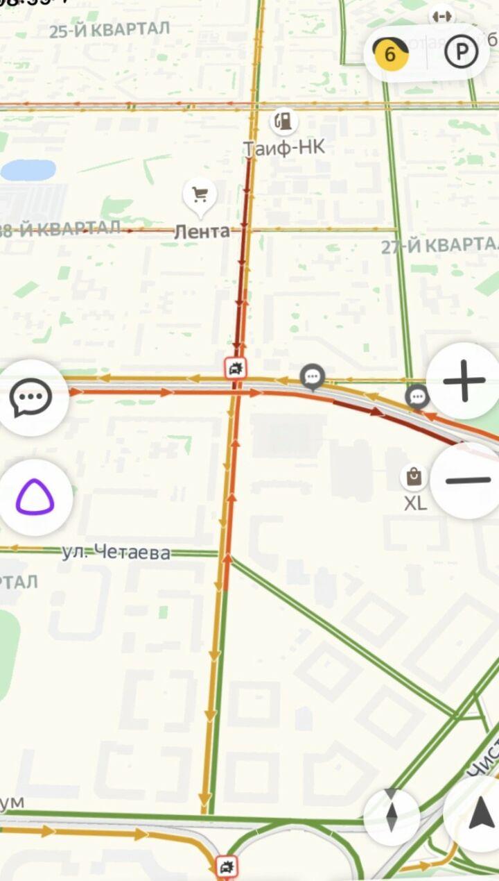 ДТП трамвая с иномаркой спровоцировало серьезную пробку на проспекте Ямашева в Казани