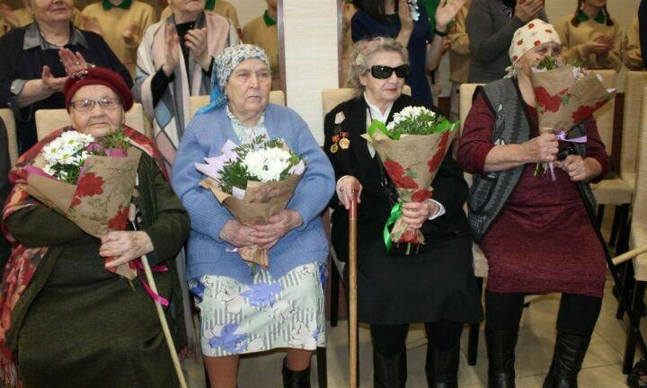 В Менделеевске вдовам ветеранов и труженикам тыла вручили медали к 75-летию Победы