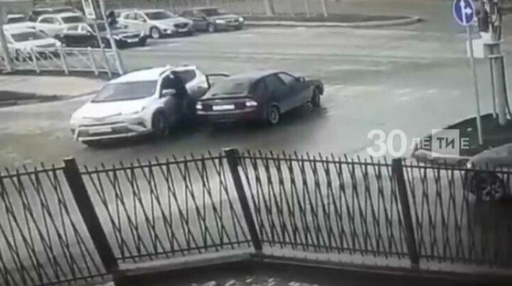 На участников дорожного конфликта со стрельбой в Казани составили 12 протоколов