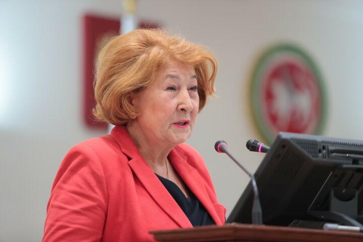 Валеева: Поправка кКонституции РФ опопечении детей поддержит практику усыновления