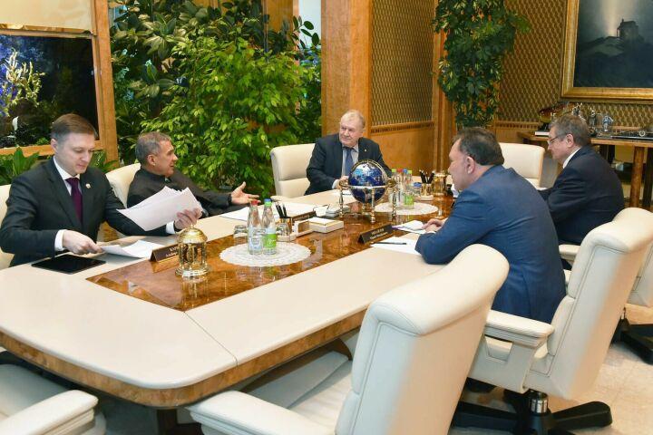 Минниханов встретился с зампредседателя коллегии Военно-промышленной комиссии РФ