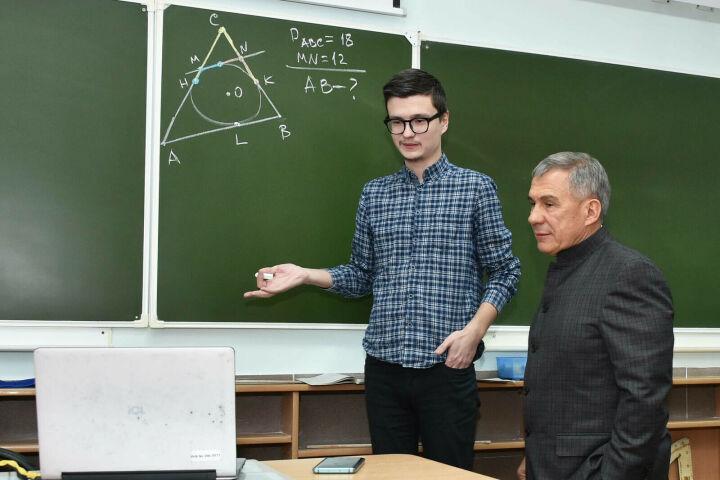 Минниханов проверил готовность к дистанционному обучению школьников
