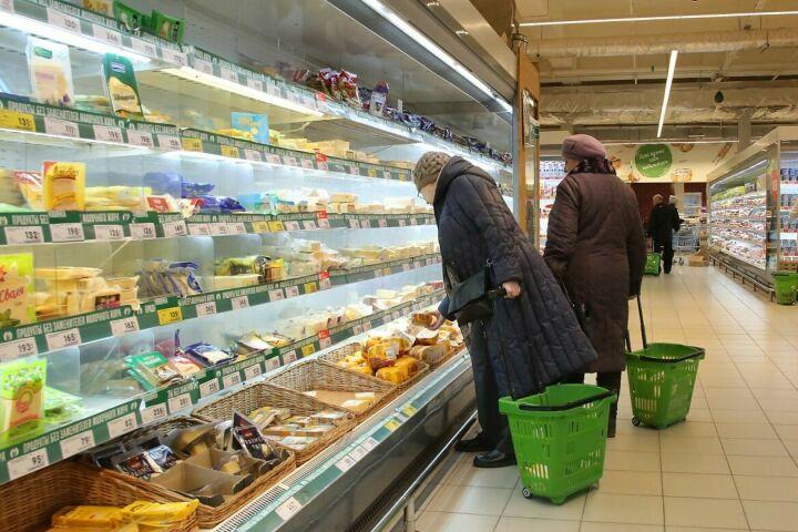 Одиноким пожилым людям в РТ волонтеры помогут купить продукты и оплатить счета